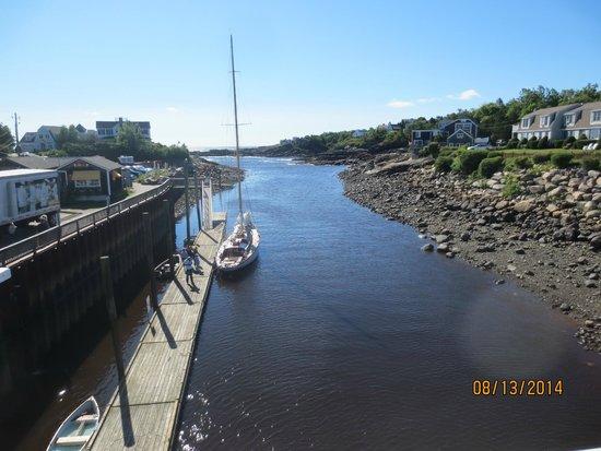 Perkins Cove: view from bridge