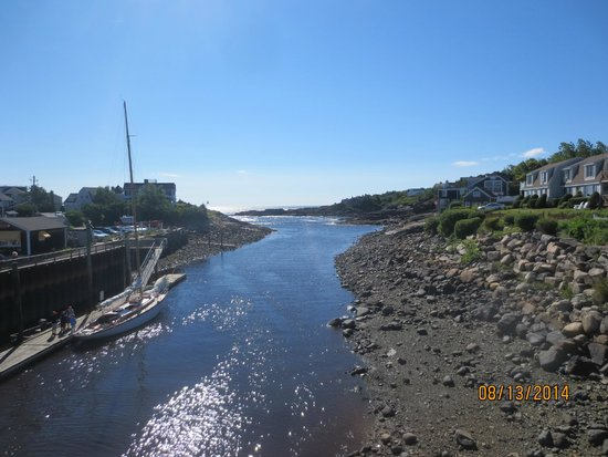 Perkins Cove: view from bridge