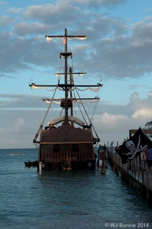 Ocean Adventures - Caribbean Pirates: the ship before we board