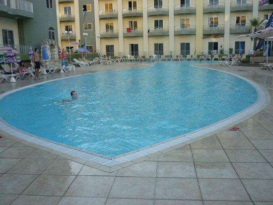 Topaz Hotel: piscine extérieur