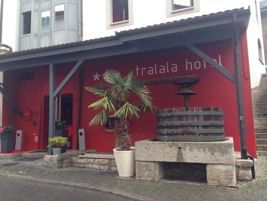 Tralala Hotel Montreux: Entrée de l'hôtel