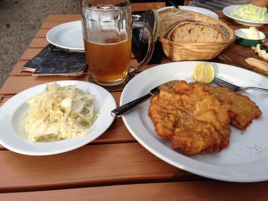 Wiener Schnitzel mit Sauerkraut