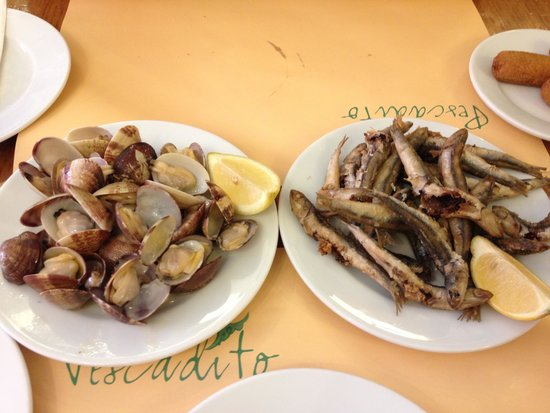 El pescadito: clams, and little fried fish