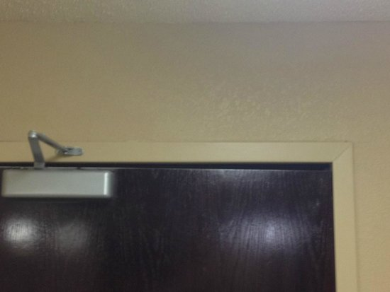 Extended Stay America - New Orleans - Metairie: door gap