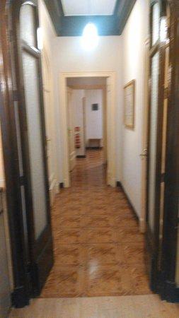 Hostal Santillan: Hallway