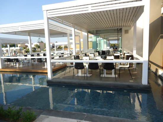 Pelagos Suites Hotel: All inclusive restaurant
