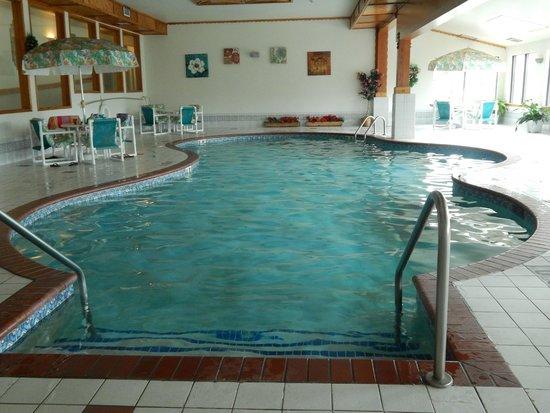 Cliffside Resort & Suites: The indoor pool