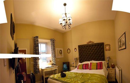 The Retreat Castle Rooms: Bedroom