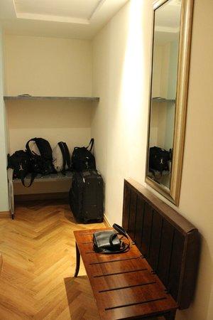 Grand Hotel Savoia: Entrée avec rangements