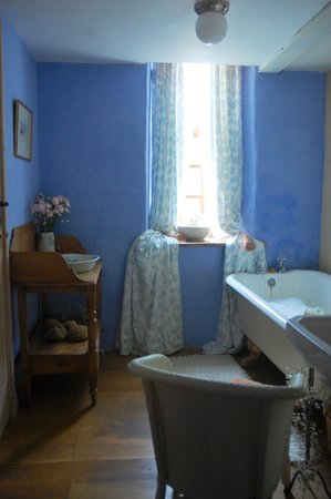 The Old Mill Soar: Forget me not blue bathroom