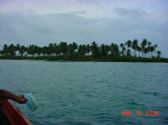 Sapibenega The Kuna Lodge: Our approach to the island from our boat