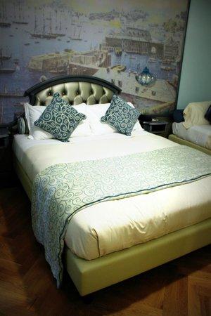 Grand Hotel Savoia: Lit principal
