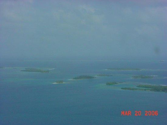 Sapibenega The Kuna Lodge: Flying over the San Blas islands