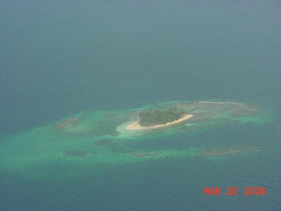 Sapibenega The Kuna Lodge: One of the tiny islands
