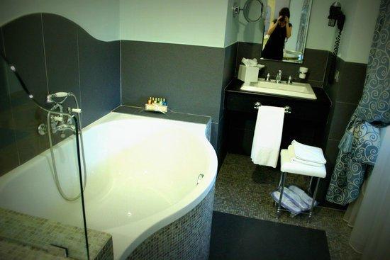 Grand Hotel Savoia: Salle de bain
