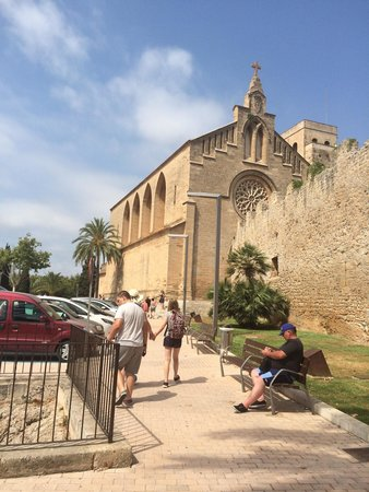 Alcudia Old Town : Old church.