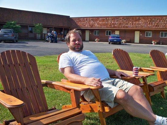 Driftwood Motel: Courtyard