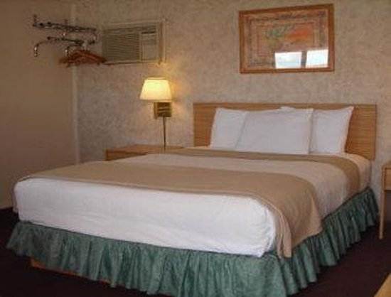 Cozy Inn: One King Bed Guest Room