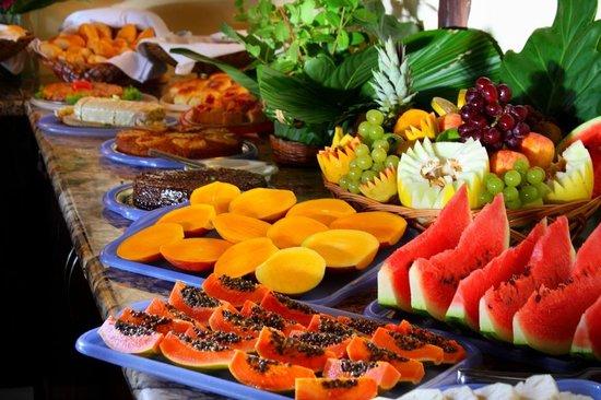 Canto d'Alvorada Hotel Pousada: Café da manhã - frutas da estação