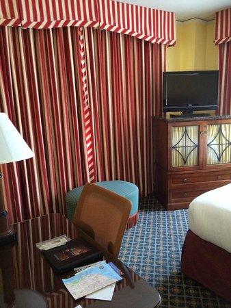 Serrano Hotel: Basic room