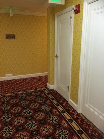 Serrano Hotel: Corridor