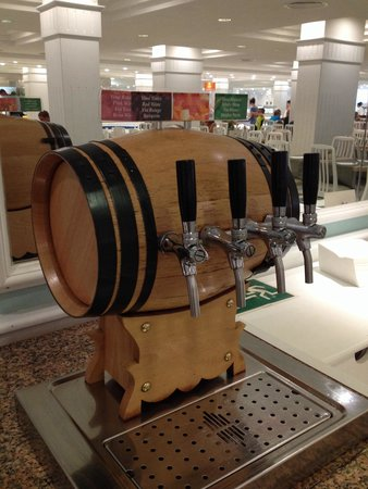 Grupotel Mar de Menorca: Red wine, white wine, rose wine and sangria along tap! ��