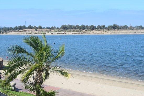 Hilton San Diego Resort & Spa : View from room (beach / bay)