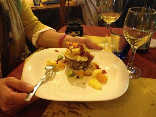 Osteria dei Sani: Cestino di nocciole con crema al mascarpone e frutta fresca