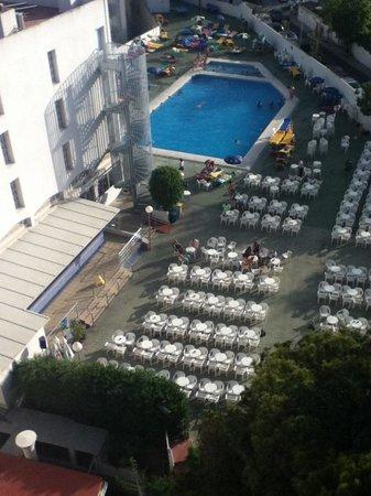 MedPlaya Hotel Bali: look over pool