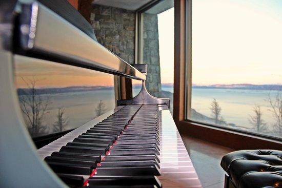 Arakur Ushuaia Resort & Spa: Piano de Cola... Cafeteria, Hotel Arakur, con una vista impresionante...