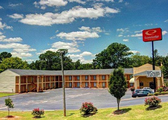 Photo of Econo Lodge Inn & Suites Evergreen