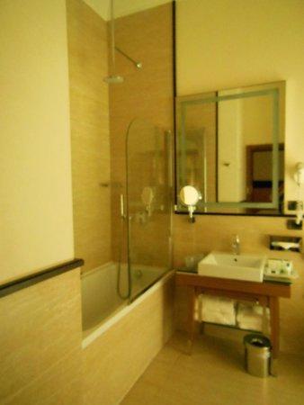 UNA Hotel Roma: Salle de bain