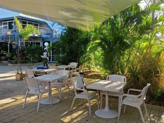 Kelly's Beach Resort: patio