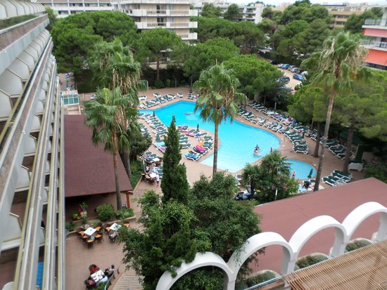 Hotel Golden Port Salou: View of pool from our room