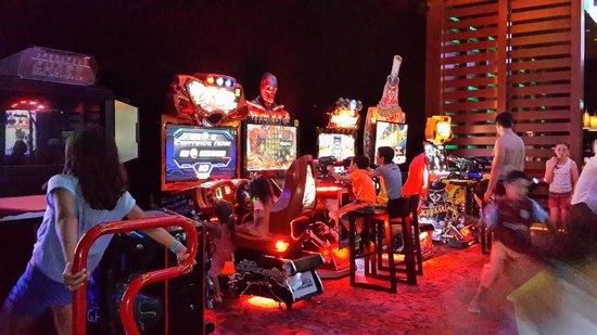Sandos Playacar Beach Resort : salon de juegos para adolescentes