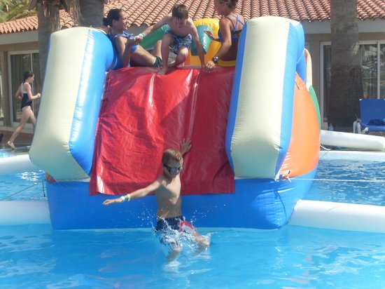 Marinda Garden Aparthotel: fun time in the pool