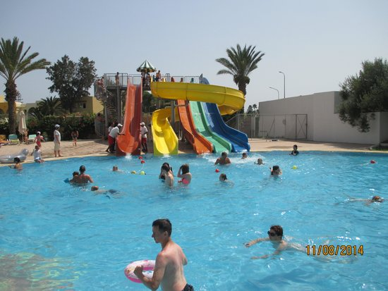 Hotel Riviera: Excellent slides and smaller pool