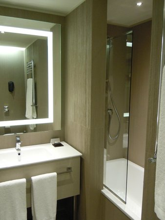 LaGare Hotel Venezia - MGallery by Sofitel: Bathroom/Shower