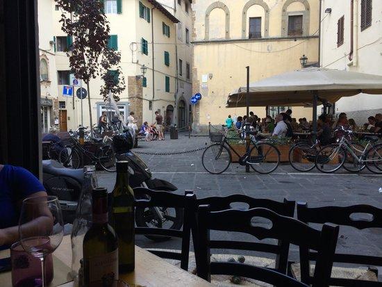Il Magazzino: Mesa com vista para rua