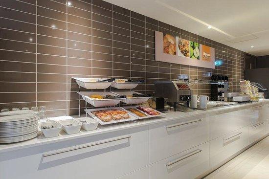 Holiday Inn Express The Hague - Parliament : Breakfast Bar