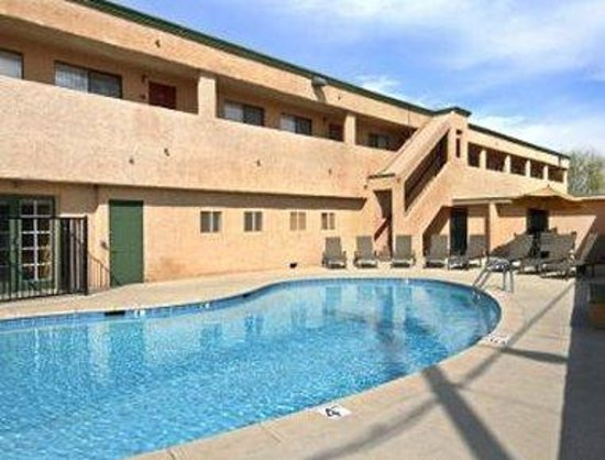 Travelodge Inn and Suites Sierra Vista: Pool