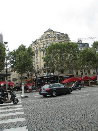 Champs-Elysees: Roma Pizzeria, Avenue des Champs Elysees, Paris, France