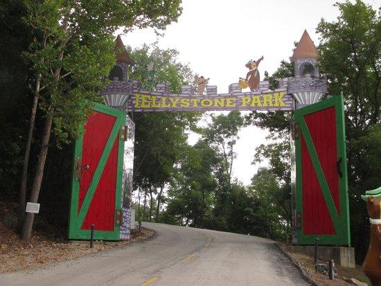 Yogi Bear's Jellystone Park: Nice Welcome entrance!