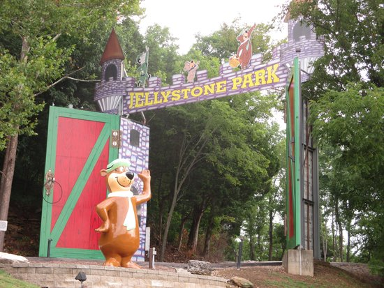 Yogi Bear's Jellystone Park: closer view of the gate.