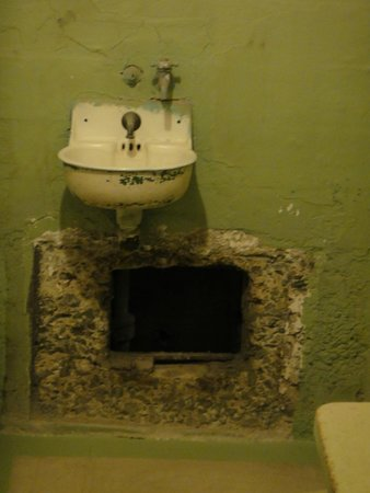 Alcatraz: Buraco aberto em fuga
