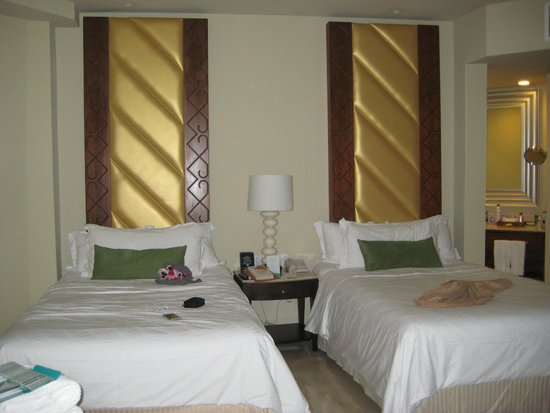 Moon Palace Cancun: beds in sunrise