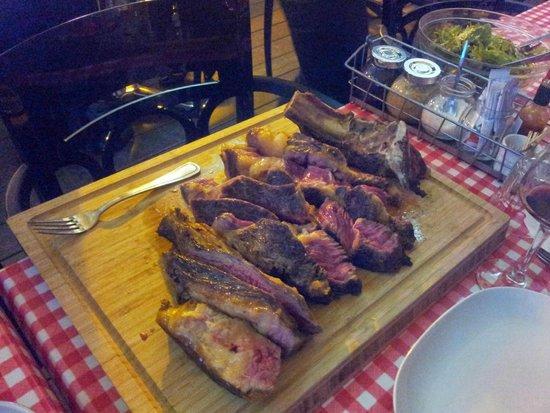 Le bouchouneir : La côte de bœuf, prête à être dévorrée