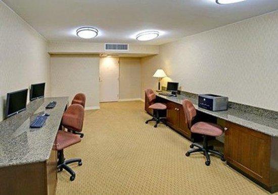 Quality Inn Near Hampton Coliseum : business center