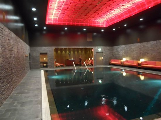 Elite Hotel Marina Tower: la espeluznante piscina