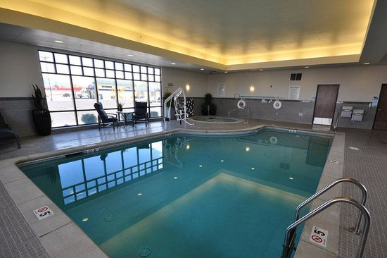 Holiday Inn Express Hotel And Suites Belgrade: Whirlpool and Pool